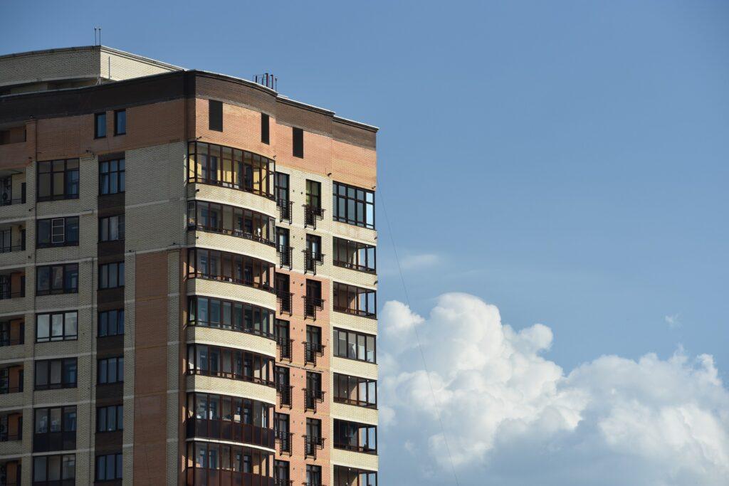 Mieszkania na sprzedaż: czym jest rynek pierwotny, a czym wtórny?