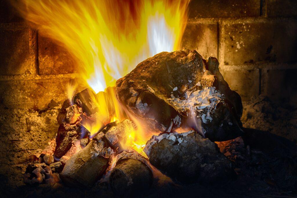 Czy warto zainwestować w kominek elektryczny?