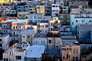 Sprzedaż mieszkania w skupie nieruchomości – czy to bezpieczne?