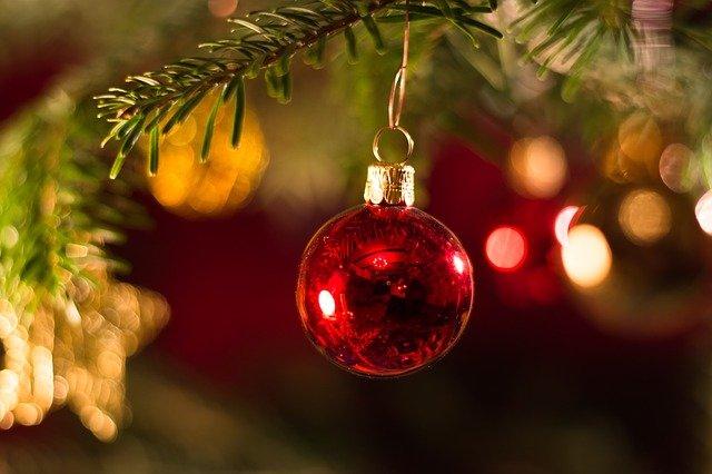 Jak udekorować kawalerkę na święta Bożego Narodzenia?